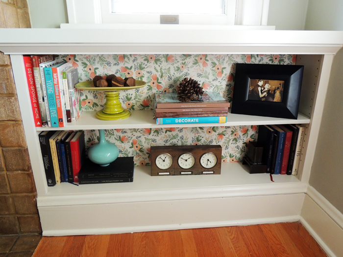 DIY wallpaper bookshelves